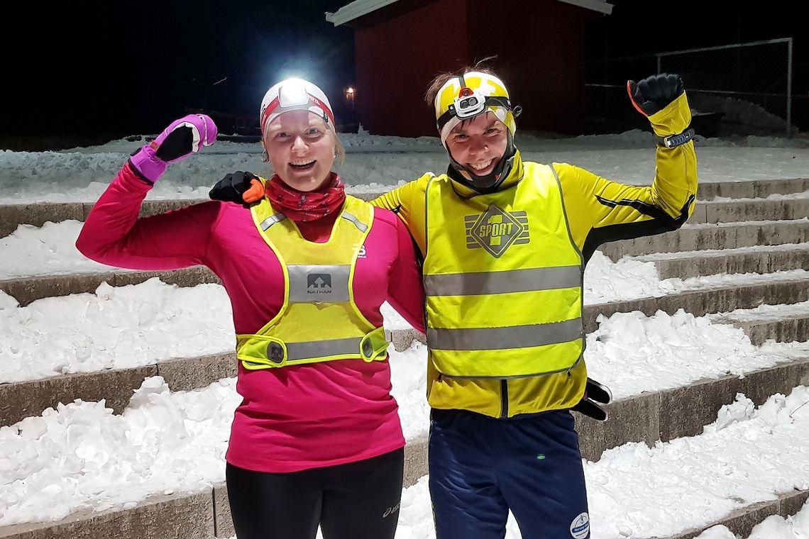 Anne Storslett og Vegard Ølstad Dalberg fikk best tid til å spise pepperkaker og drikke gløgg etter juleløpet i Snøkuten i år. (Foto: Stein Arne Negård)