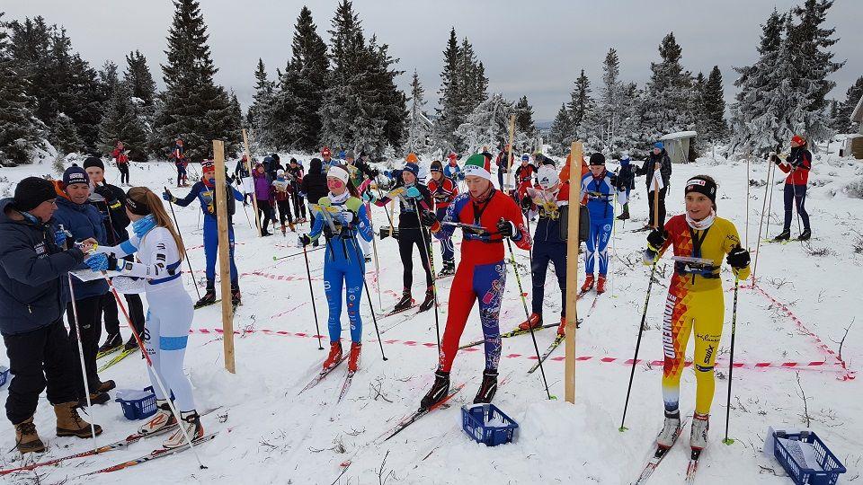 Mats Lindaas, Elverum OK (med  rød-blå skidress) klar til sesongstart. (Foto: Stein Arne Negård)
