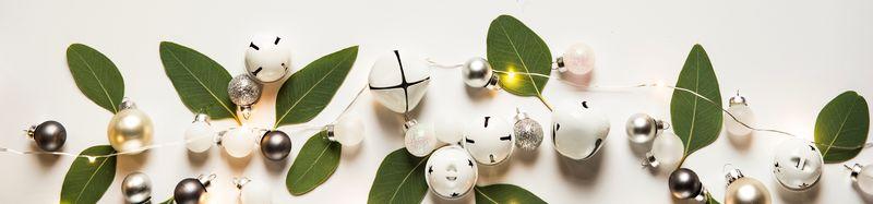 Bilde av juledekorasjon med hvit bakrgunn