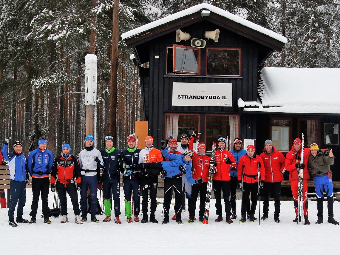 Årets julestakere samlet på stadion etter det 18,6 km klassiske testrennet. (Foto: Sigurd Westgård)