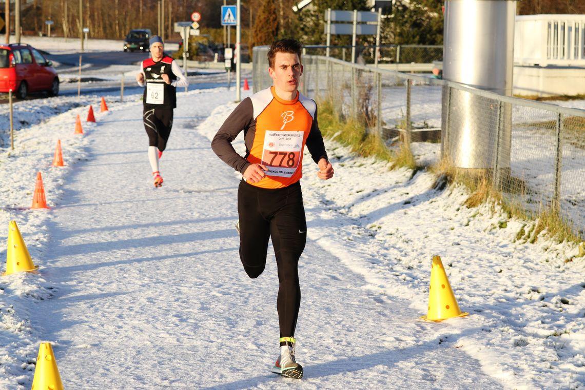 Mathias Oppegaaard vant Vinterkaruselløpet på Bjørkelangen. Bildet er fra et karuselløp i Sørum i november 2017. (Foto: Olav Engen)