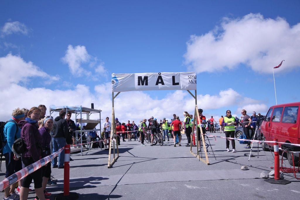 Felles for alle grener er målgang på Dalsnibba på 1476 moh. Foto: Martin Hauge-Nilsen