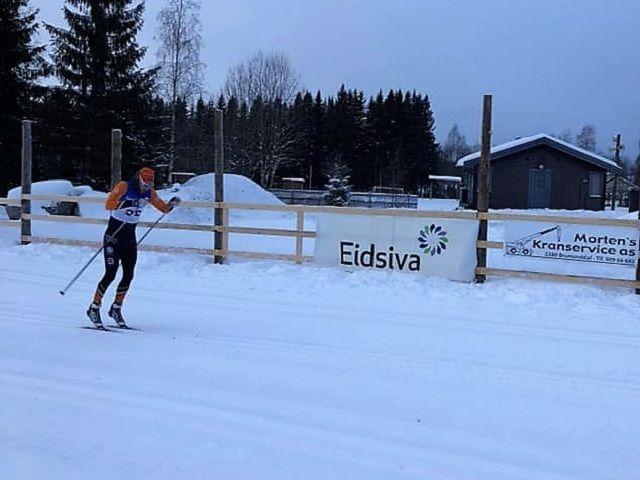 Simen Engebretsen Nordli var bokstavelig talt frampå med en ny seier  på Nybygda skistadion lørdag morgen. (Foto: Team Parkettpartner)