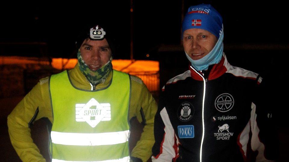 Vegard Ølstad Dalberg (til v.) og Bjørn Egil Nordseth etter endt duell i Veldre tirsdag kveld.