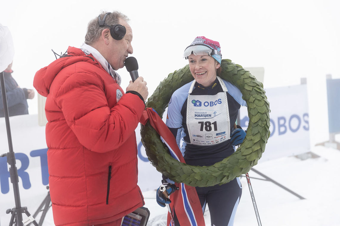 Solfrid Braathen intervjues etter forrige helgs seier i Holmenkollmarsjen. (Foto: Stian Schløsser Møller)