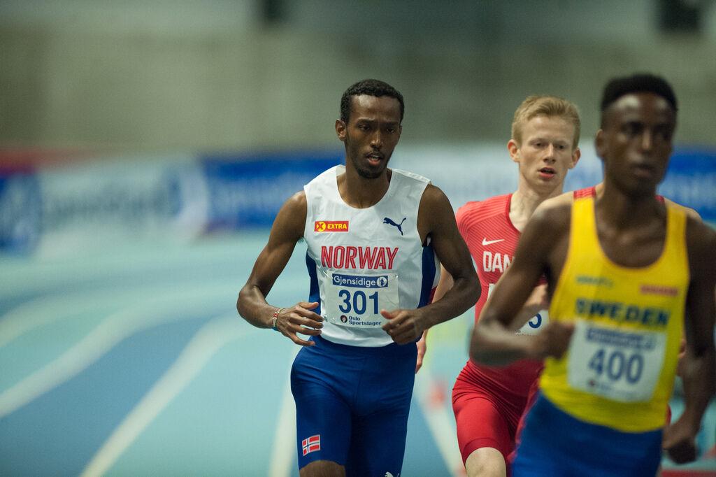 Mens norske løpere gjerne har brakt de svenske litt ut av fokus, har Suldan Hassan (til høyre) og ni andre svenske løpere i vinter klart ei tid under 8 minutter på 3000 m - mot ingen norske. (Arkivfoto: Helge Langen)