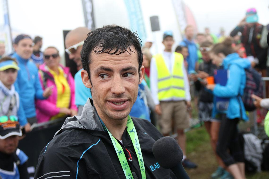 Kilian Jornet etter Mont Blanc Marathon 2017 som han vant. (Foto: Runar Gilberg)