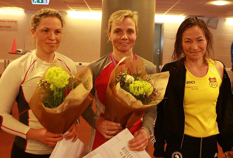 Pallen i kvinneklassen med Hanna Sæverås Breivold, Mona Grindberg og Kristine Beate Walhovd. (Foto: Kjell Vigestad)