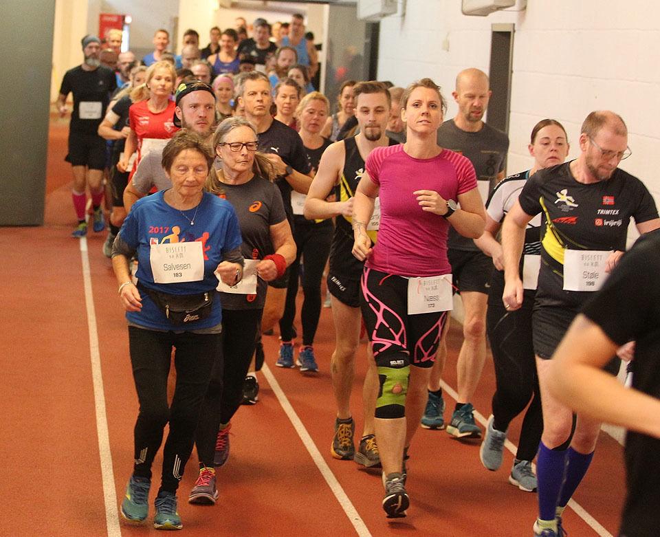 Bislett 50 km er neste norske ultraløp. Det er to starttider, en for de raskeste og en for de som trenger litt mer tid. Her fra pulje 2 i fjorårets løp. (Foto: Kjell Vigestad)