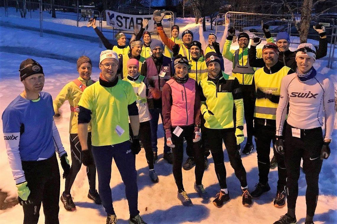 Alle 18 aktive samlet med kveldens vinnere, Bjørn Egil Nordseth og Esther Innselset helt til venstre. (Foto fra arrangørens facebookside)