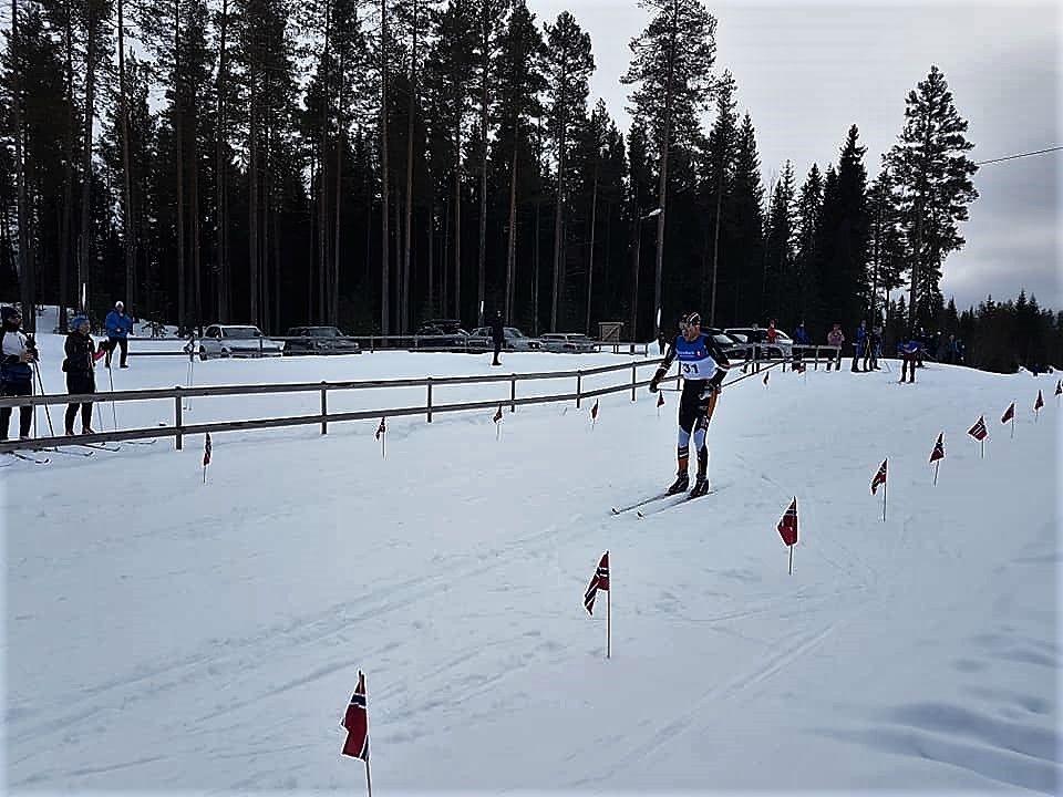 Tore Stengrundet med Vegard Lans Pedersen like bak på stadion i Jordet lørdag. (Foto: Trond Engerbakk)
