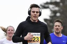 Å øke musikkens tempo (BPM) kan være et effektiv hjelpemiddel for også å øke løpingens tempo. (Foto: Bjørn Johannessen)