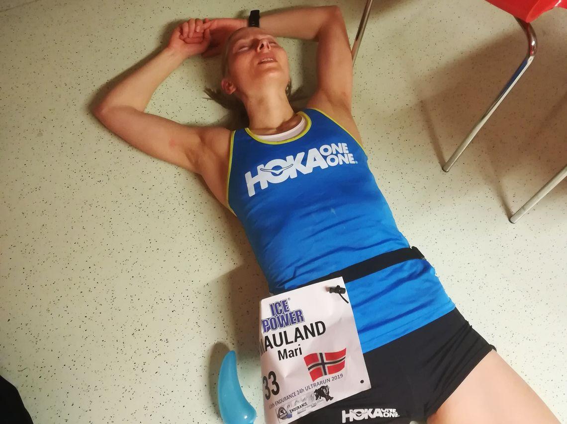 Mari Nustad Mauland flater ut etter 210 kilometer på 24 timer. (Foto: Sara Nustad Mauland)