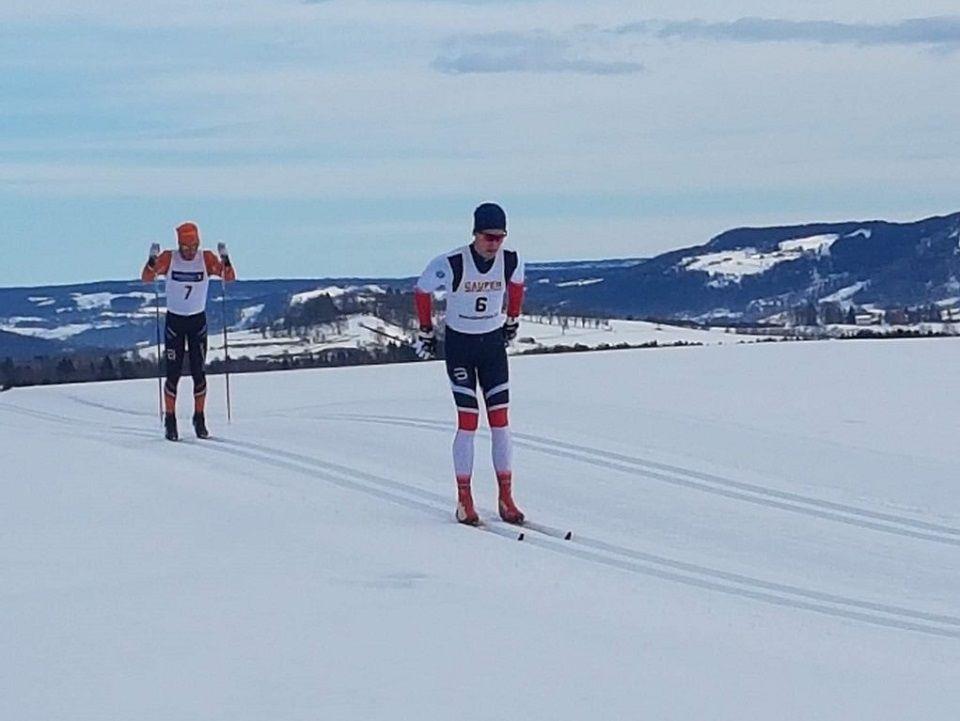 Jørgen Tellefsen  foran Anders Kampenhøy i Ringnesløpet på Gaupen lørdag. (Arrangørfoto)