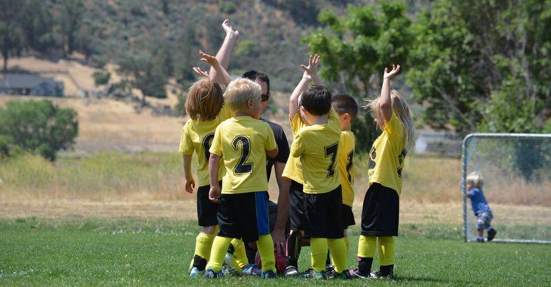 Bilde av barn som spiller fotball