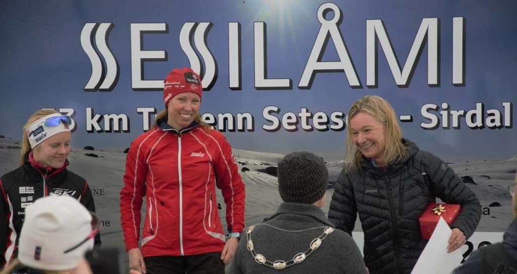 Fra venstre Helene Salte Håland, vinner Elise Hay Opsahl og tredje dame Wenche Lægraid Kvæven. Foto: Arrangør.