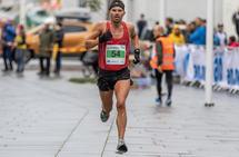 Kristian Ulriksen løper her inn til pers på halvmaraton, på 1.08.53, i Bodø sist sommer. (Foto: Sylvain Cavatz)