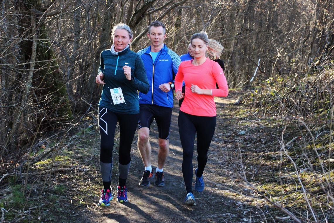Tre av de over 1500 løperne i Terrengkarusellens 1. løp denne sesongen. (Foto: Guri Sæterlid)