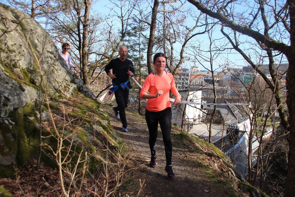 Fra Baneheia med utsikt over Kristiansand. Bildet er fra andre løp i Terrengkarusellen 2019, i år går dette løpet som individuell Aktivitetstur. (Foto: Guri Sæterlid)