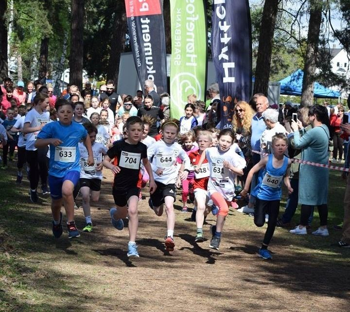 Fra starten på det lengste barneløpet over 1700 meter i 2018. (Arrangørfoto)