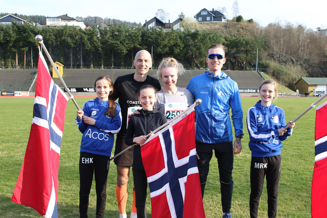 Det ligger an til rekorddeltagelse i årets Bergen Ultra med 63 og 100 km (NM). Her ser vi bla. fjorårsvinnerne Therese Falk og Stian Andersen. (Foto: Tom Roger Johansen)