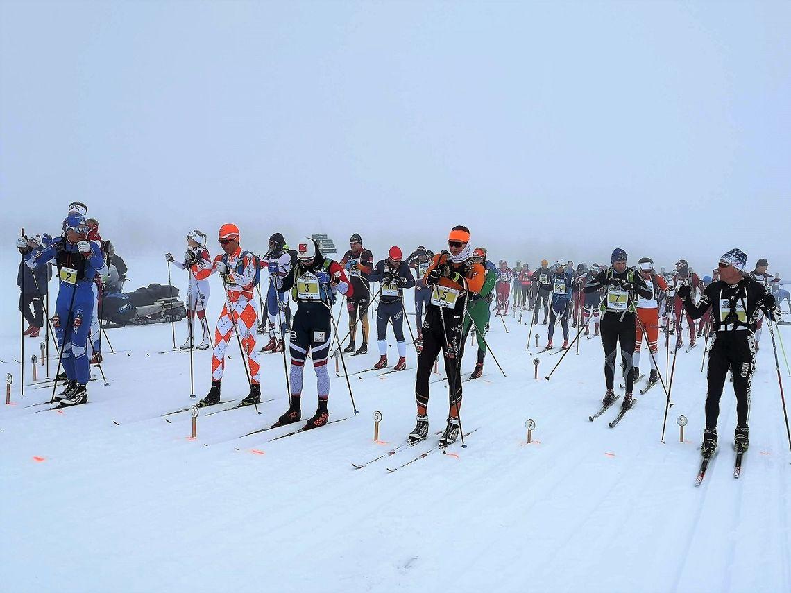 Startklare langløpere på 120 km på Venabygdsfjellet med (fra v.) Geir Strandbakke, Sigurd Sollien Hulbak, Håvard Solås Taugbøl og Vinjar Skogsholm i første rekke.
