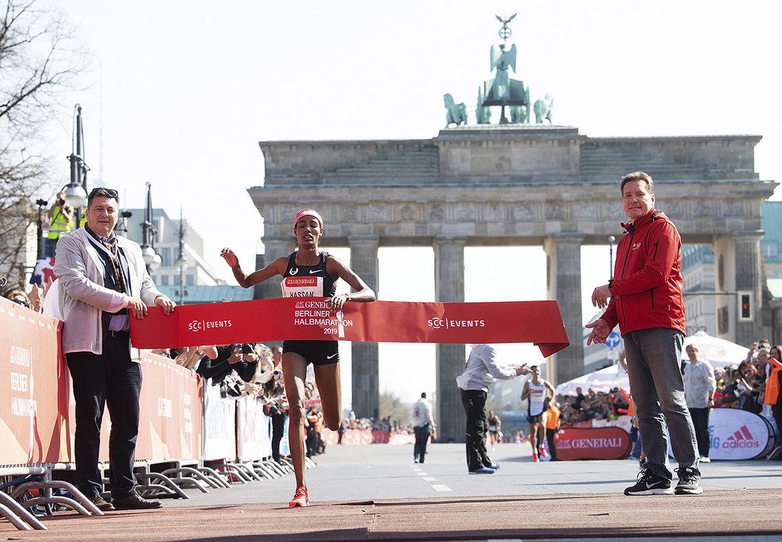 Sifan Hassan fra Nederland løp inn til seier og løyperekord i Berlin Halvmaraton. (Foto: SCC EVENTS / Camera4)