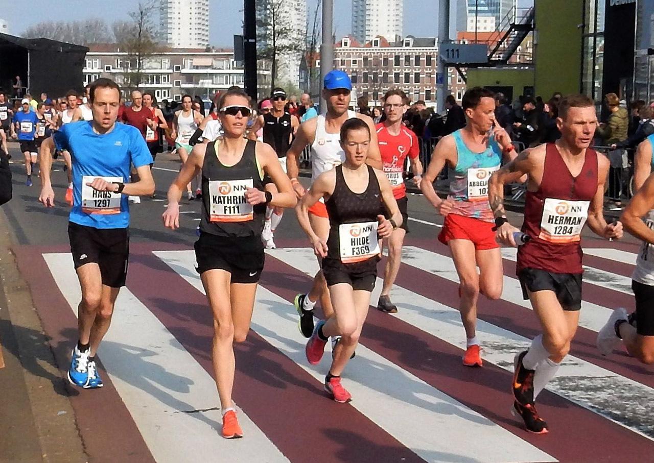 Hilde_Aders_og_Kathrine_Kvernmo_Rotterdam_Marathon_foto_Christoph_Aders.jpg