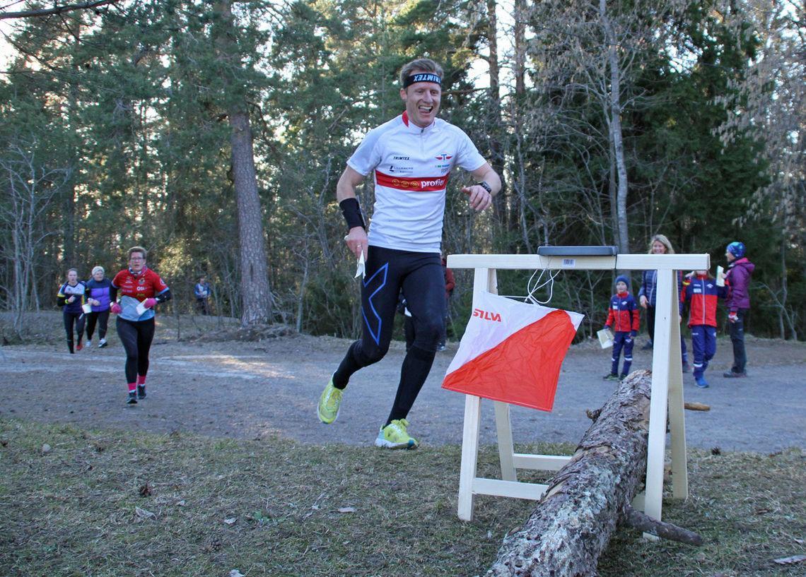 Det var tett med løpere på Oppsals løp i Oslo City Cup. (Foto: Bjørn Hauge)