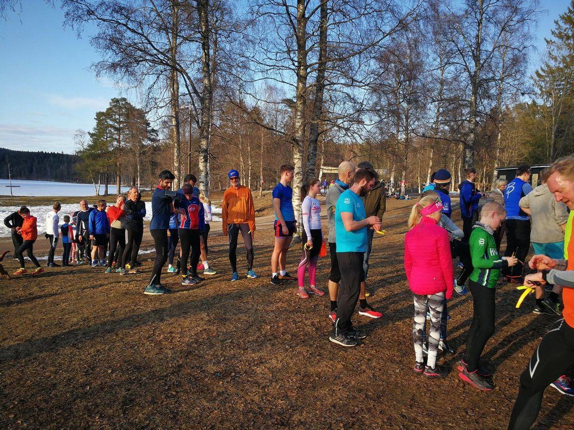 Det var stort oppmøte og mange som ville registrere seg for å løpe årets første løp i Sognsvann Rundt Medsols. (Atrrangørfoto)