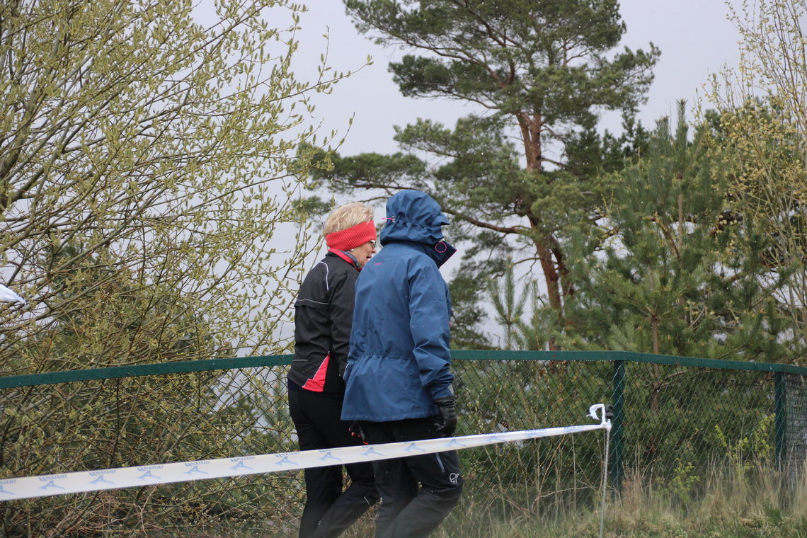 Litt ufyselig vær med snøbyger da terrengløpskarusellen startet 11. april. (Foto: Guri Sæterlid)