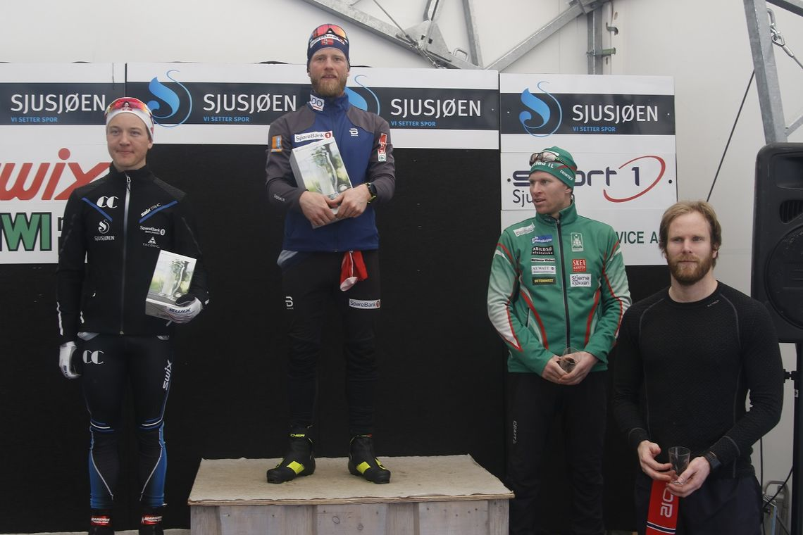 Podiet i klasse M31-35 i årets Sjusjøen Fri (fr v.): Simen Andreas Sveen, Martin Johnsrud Sundby, Stian Jelstad (3. plass) og Ivar Hesselberg Indby (5. plass).