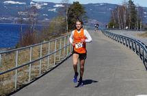 Thomas Asgautsen løp raskest av alle langs Mjøsa palmesøndag. (Foto: Bjørn Saksberg)