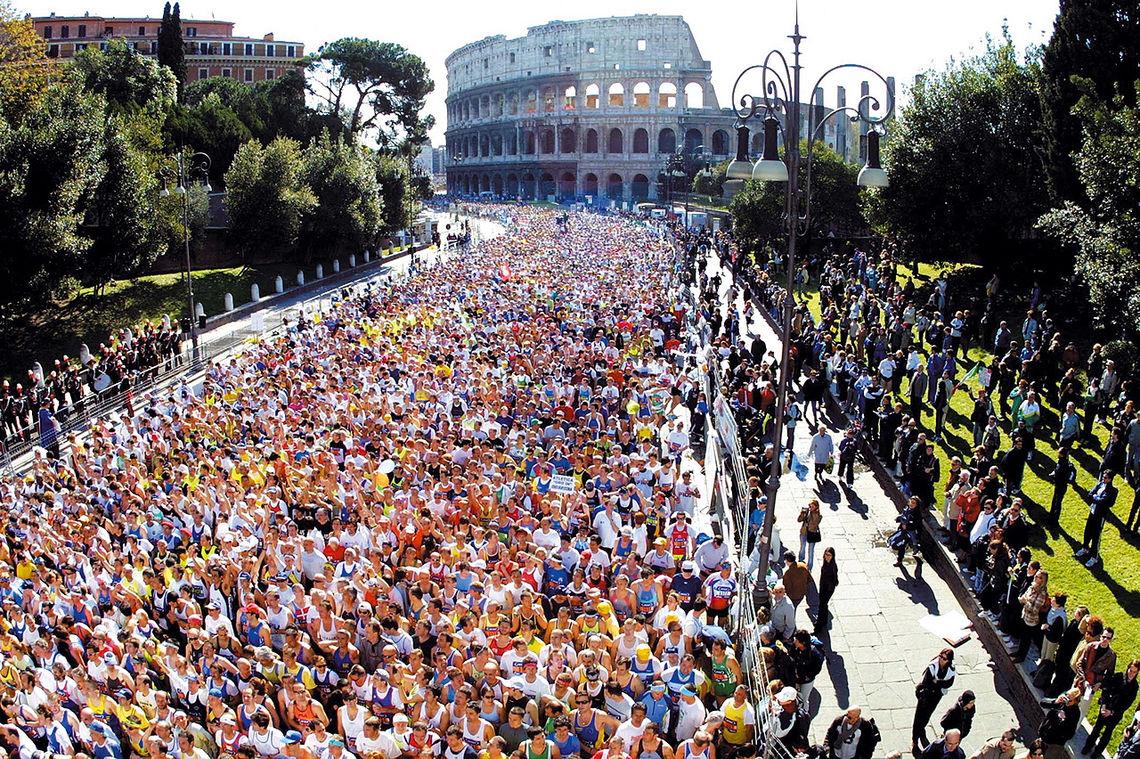 Stracittadina Fun Run: Parallelt med Roma Marathon går et 5 km-løp uten tidtaking med rundt 50.000 deltakere. Også det løpet starter fra Colloseum. Foto: arrangøren