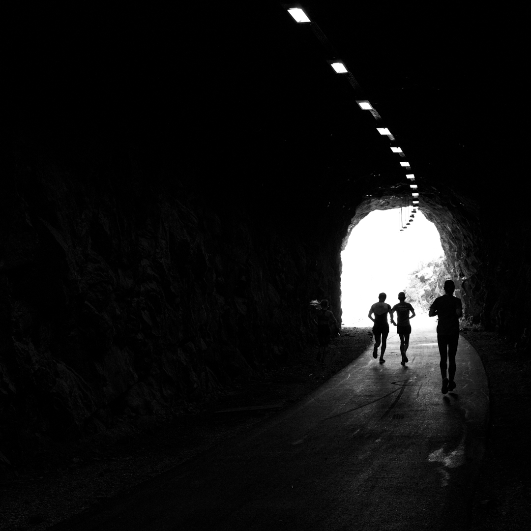 under_the_tunnel.jpg