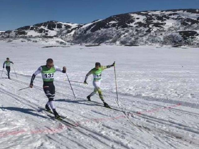 Jan Thomas Jensen (132) knep spurtprisen foran Niklas Dyrhaug i solskinnsrennet mellom Hitterdalen og Feragen påskeaften. (Foto: Lars Erik Sundt)