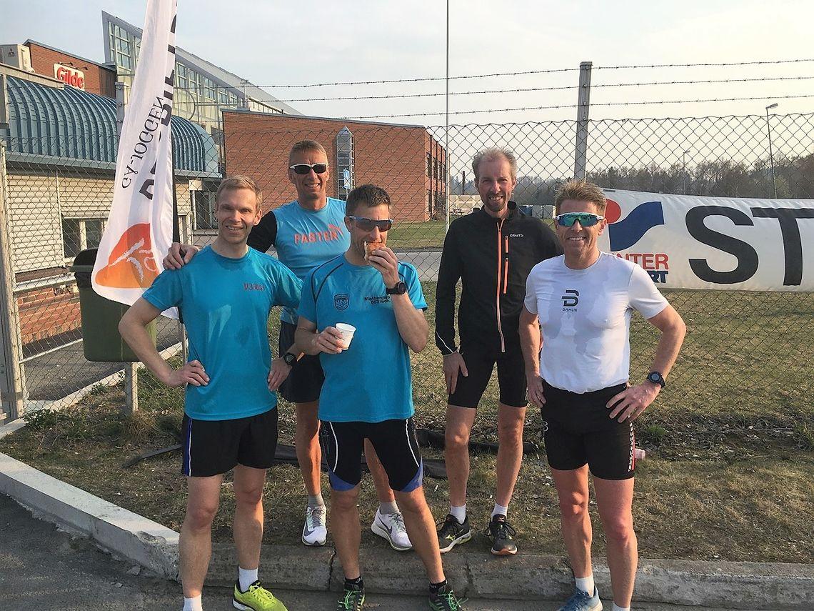 Fem raske menn på Rudshøgda onsdag (fra v.): Jo Reistad, Håkon Amb, Thomas Pedersen, Jan Hovde og Tommy Mikkelsen (Foto: Arild Dahl)