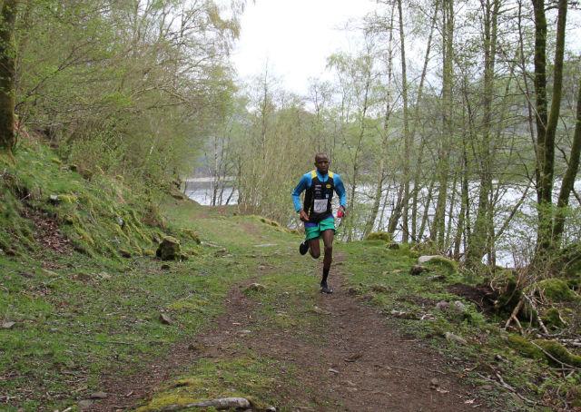 Salim Haroun fra EIK friidrett var suveren i det 5,3km lange løpet rundt Bersevatnet. Foto: Lise B Hetland.
