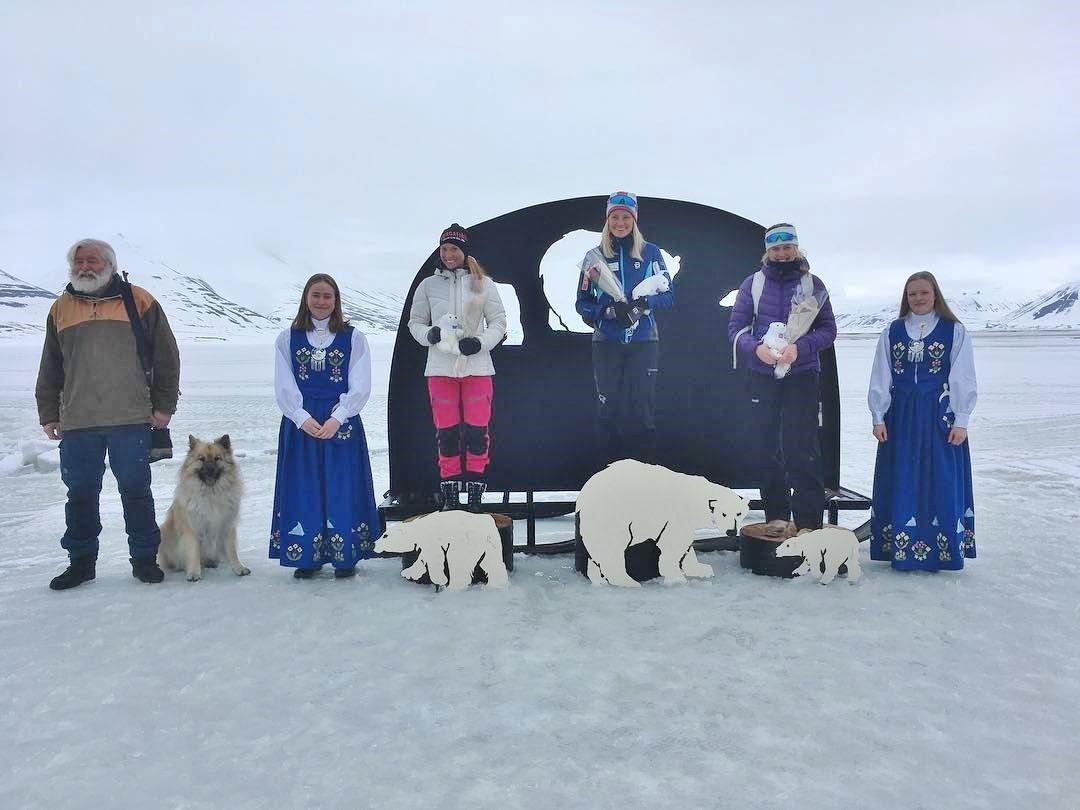 Pallen i kvinneklassen med Anna Persson (2), Johanne Hauge Harviken (vinner) ogTuva Anine Brusveeen-Jensen (3) . Foto: Arrangøren