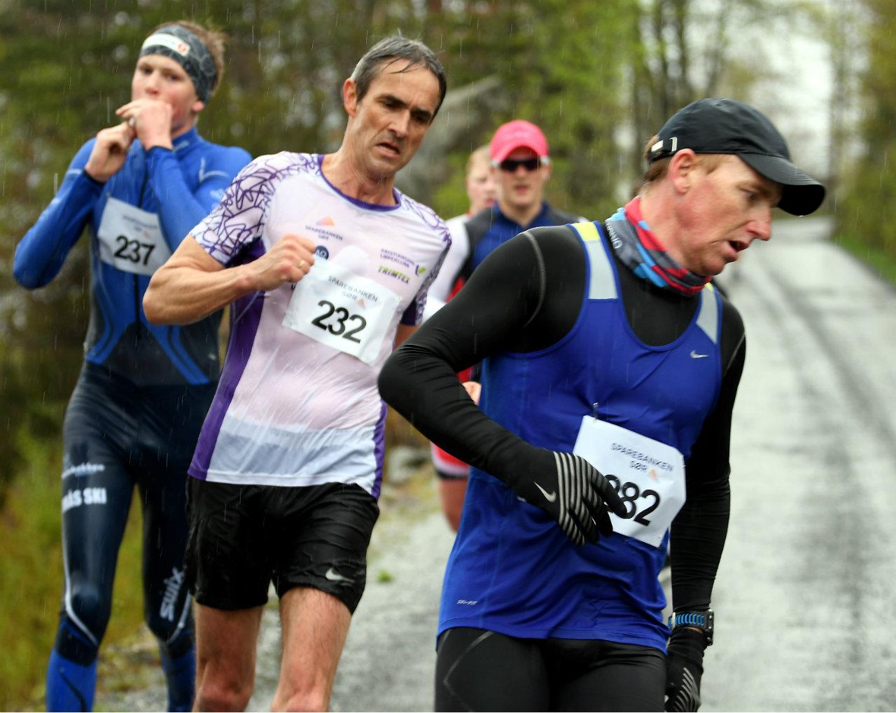 Fevik halvmaraton 4LyngrothAArslandVender.jpg