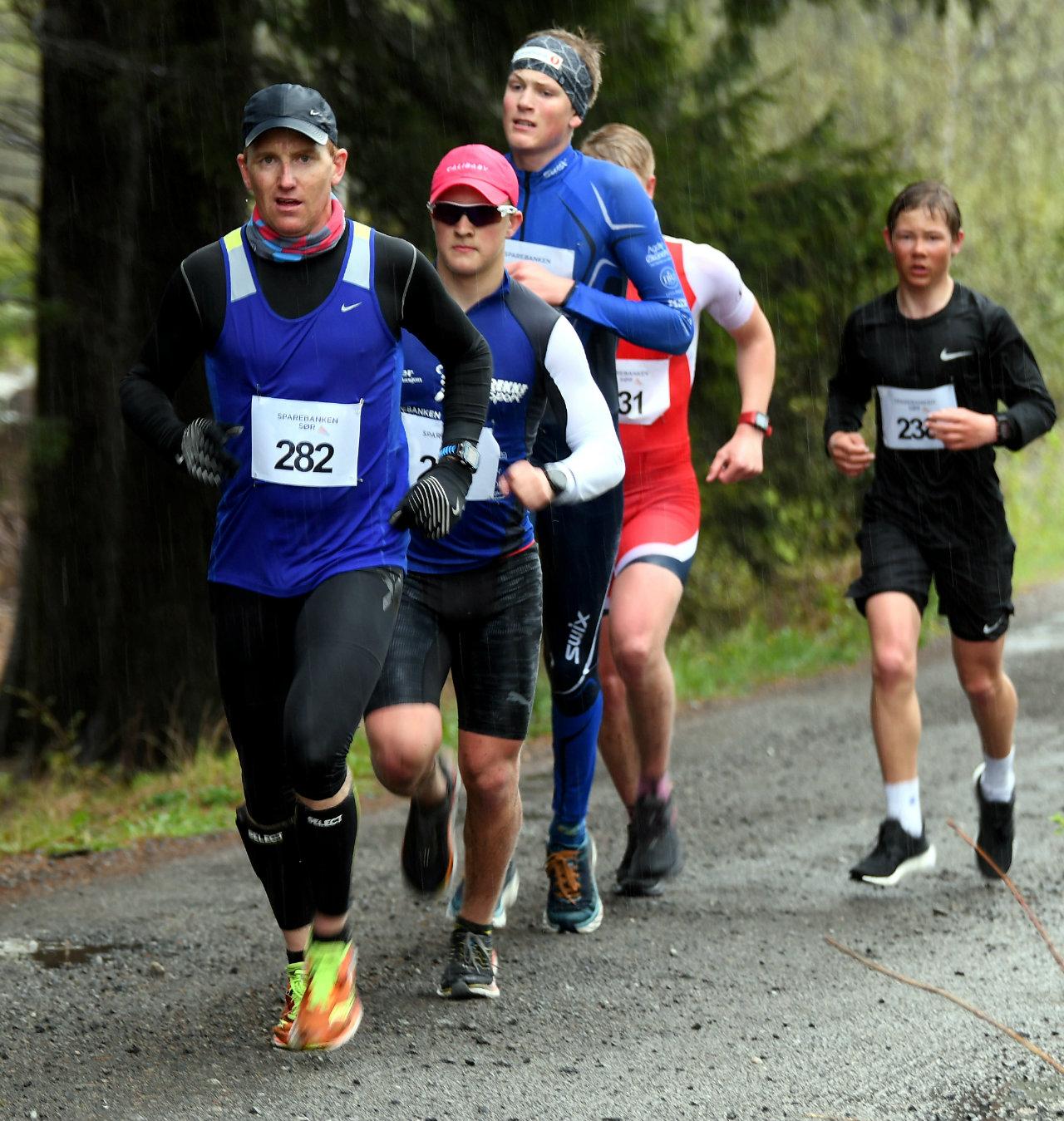 Fevik halvmaraton 14LyngrothOgImas.jpg
