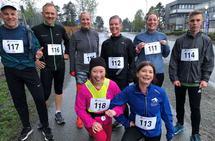Naked run: Dette er Kondistreninga Trondheim som nylig arrangerte Naked run hvor det var om å gjøre å løpe to runder på 1300 meter på så lik tid som mulig. Vinneren ble nr 117, John Erik Lein, som har vært medlem i Kondis i svært mange år. Foto: Solfrid Haugen