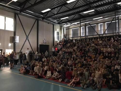Flerbrukshall Smestad skole med barna