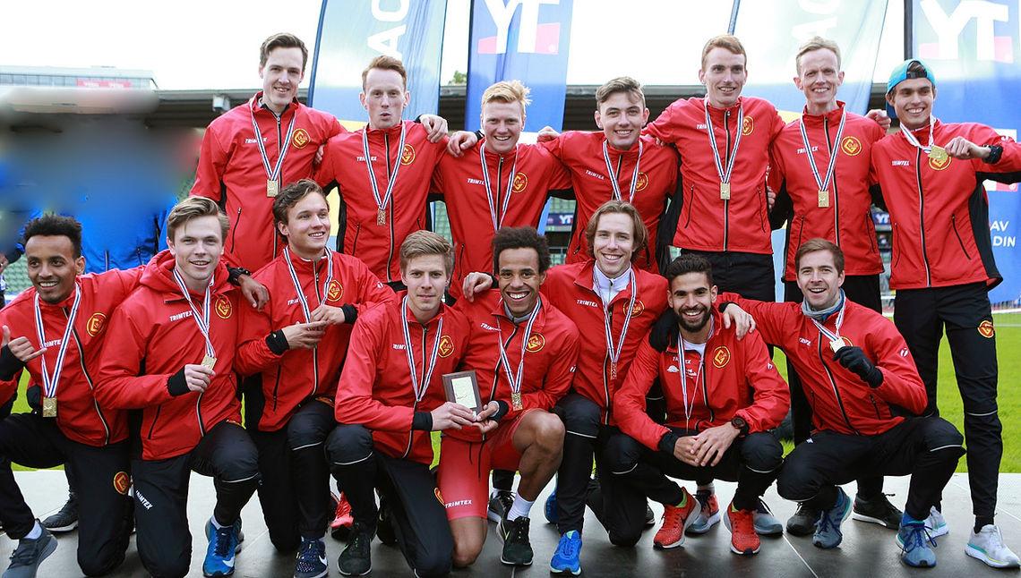 Tredje seier på rad: Gular vant Holmenkollstafetten igjen - og det med solid margin.  (Foto: Kjell Vigestad)