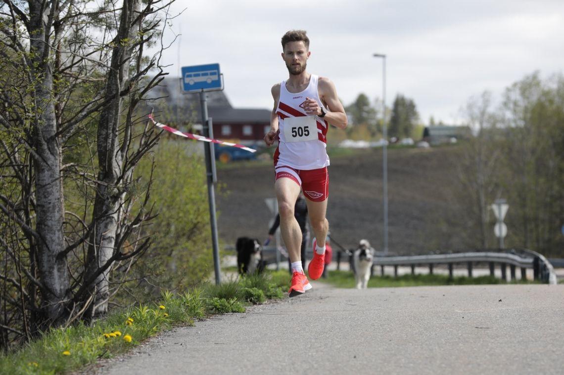Andreas Myhre Sjurseth vant førsteutgaven av Skovseth'n, et løp i en berømt lokal testløype. (Foto: Bjørn Hytjanstorp)