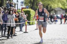 August Flø på vei inn til seier på Glommaløpet 2019. Tretthetsbrudd har gjort at han var fem minutter bak sin egen løyperekord for to år siden. (Foto: Finn Rune Christiansen)