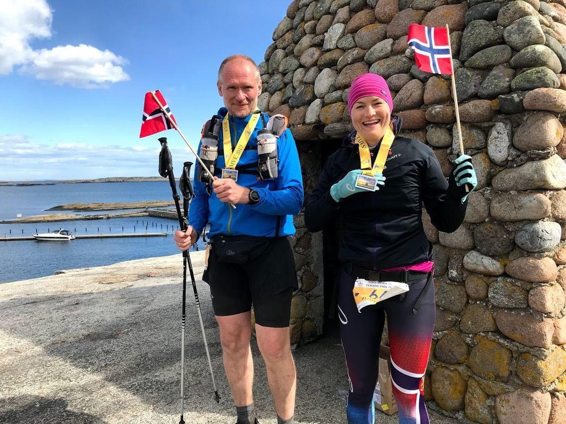 Den norske 100-mileskongen og lærlingen på Verdens Ende etter fullført løp. (Foto: Mona Kjeldsberg)