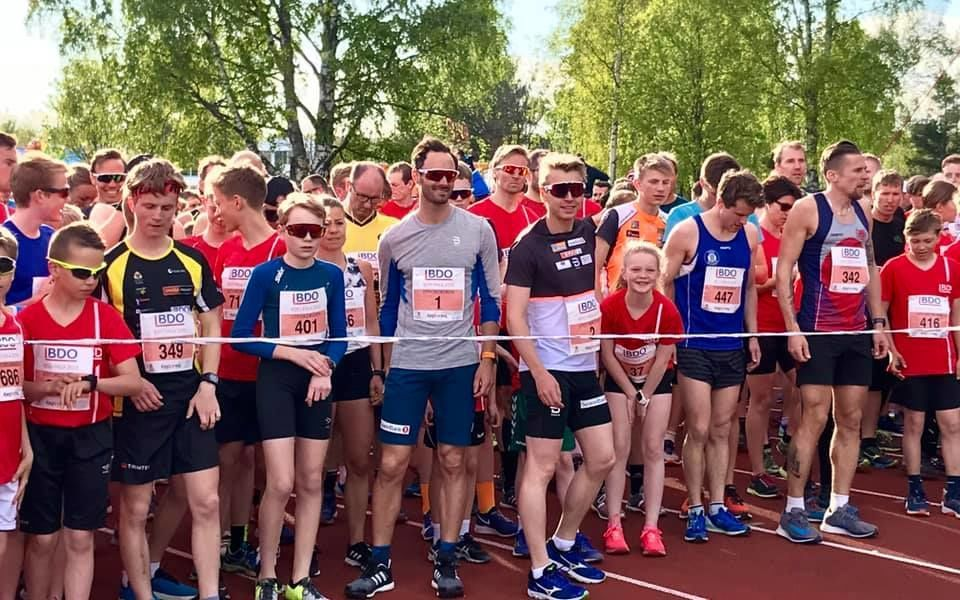 Fra starten på 10 km med Holund og Heggstad Krüger i midten, og vinneren Flugstad Østberg med nummer 447. (Foto: BDO-mila)