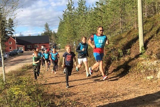 Fra starten på det første løpet på Velta på Åsnes Finnskog. (Foto: Gunn Helen Kjensmo)