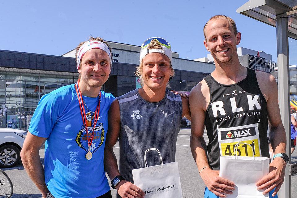 Premiepallen halvmaraton menn: Anders Kjærevik, Sondre Øvre-Helland, Kasper Brandt Slettebakken